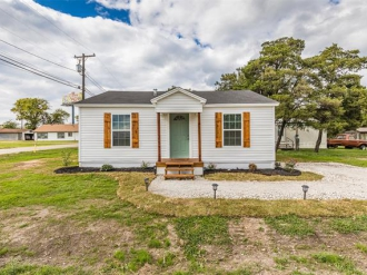 200 E Long Street, Elm Mott, Texas