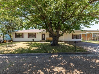 704 N Scarlett Drive, Lacy Lakeview, Texas